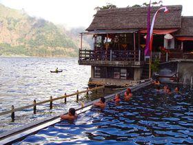 バリ島の聖なる湖「バトゥール湖畔」の絶景温泉を目指して