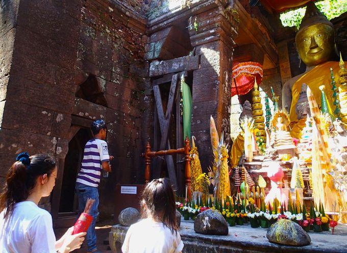 国内外から熱心な信者が通い祈りを捧げる
