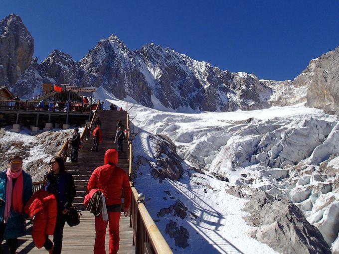 北半球で最も南に位置する玉龍雪山の氷河