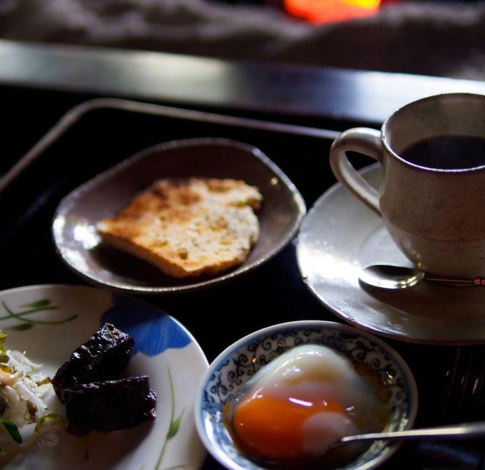囲炉裏の火で焙煎した豆で頂く絶品コーヒーで朝食を!
