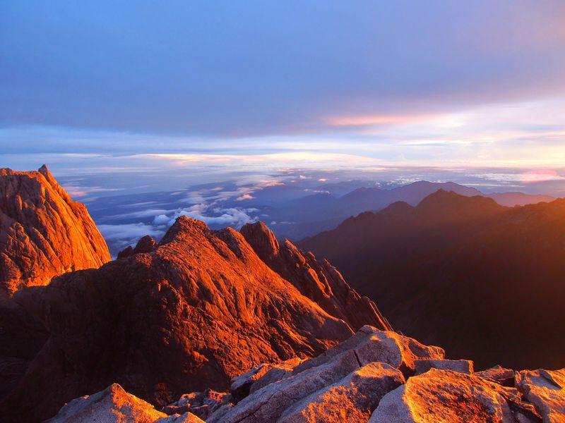 東南アジア最高峰!マレーシアの世界遺産「キナバル山」登山に挑戦しよう!