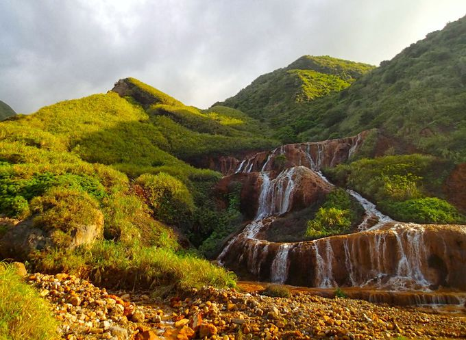 自然が織りなす色のオーケストラ「黄金瀑布」