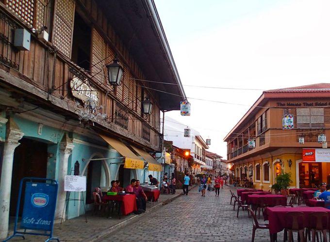 フィリピンの植民地時代を物語る「ビガン歴史地区」へ