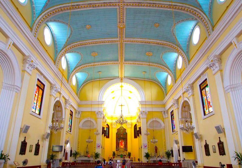 世界遺産「マカオ歴史地区」コロニアルカラーが煌めく教会を訪ねて