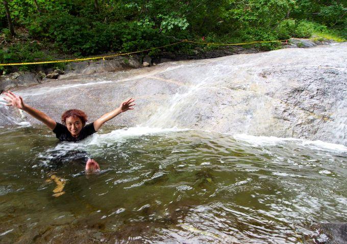 最後はやっぱり温泉!カムイワッカ湯の滝で汗を流して