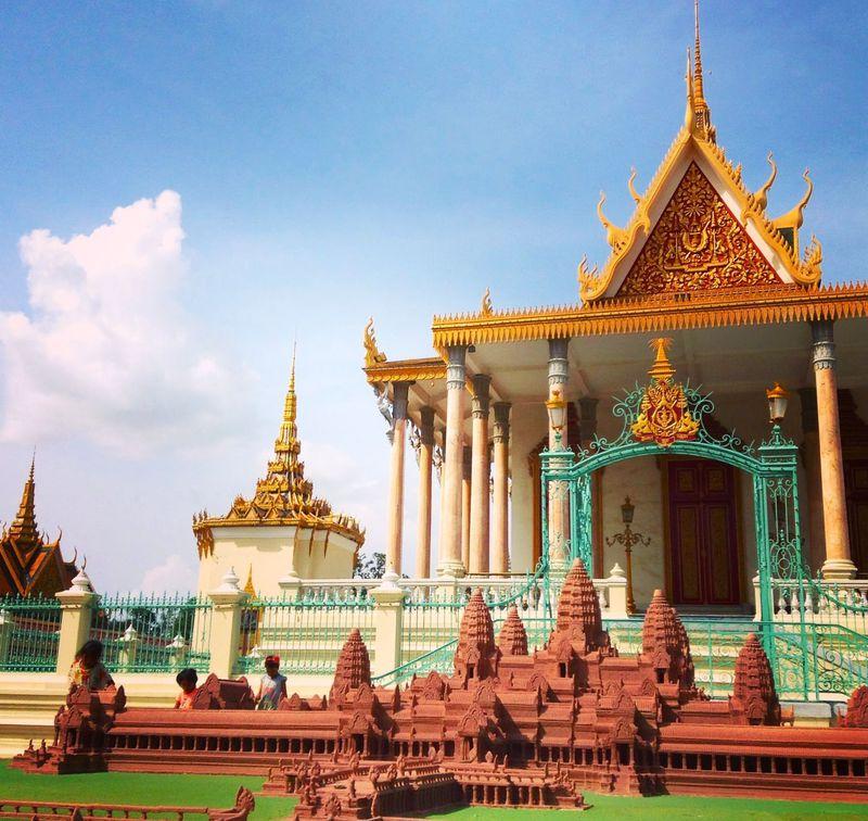 カンボジアの宝物が集結?!シルバー・パゴダの仏具は金銀宝石