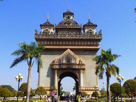 東南アジアの凱旋門「パトゥーサイ」から首都ビエンチャンを一望しよう!