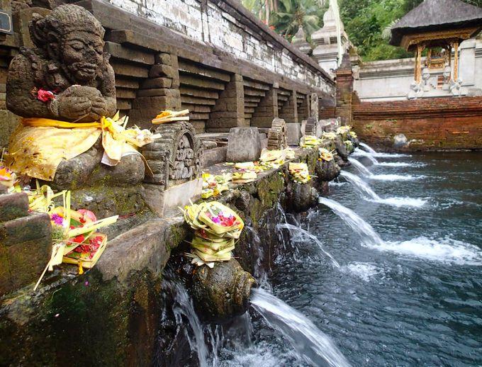 神像のある「Tirta Empil 」の聖水を最後に浴びて終了