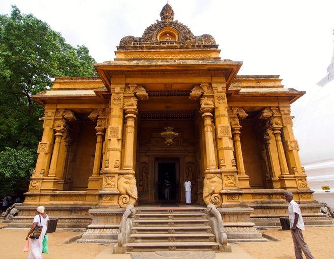 美しき仏教の聖地「ケラニ・ラジャ・マハ・ヴィハーラ」
