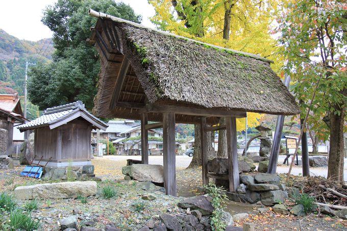 菅浦集落の境界を示すシンボル「四足門」