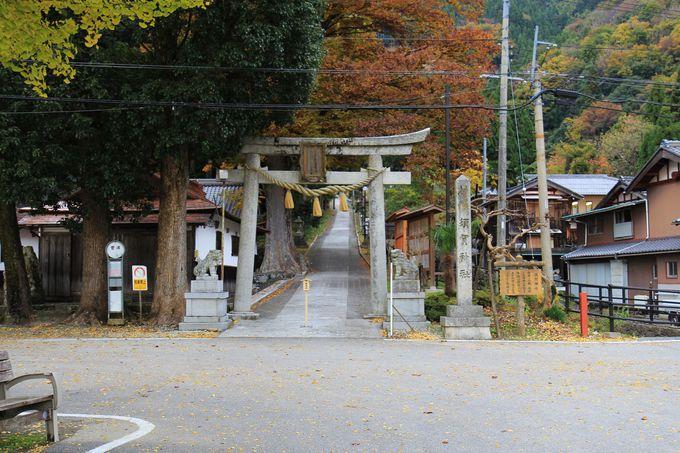 淳仁天皇を祀ったと伝説が残る須賀神社