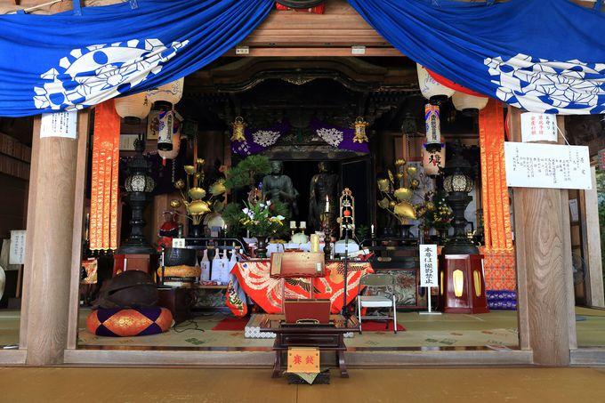 赤後寺に祀られる手首のない二躰の観音像。通称「転利(コロリ)観音」