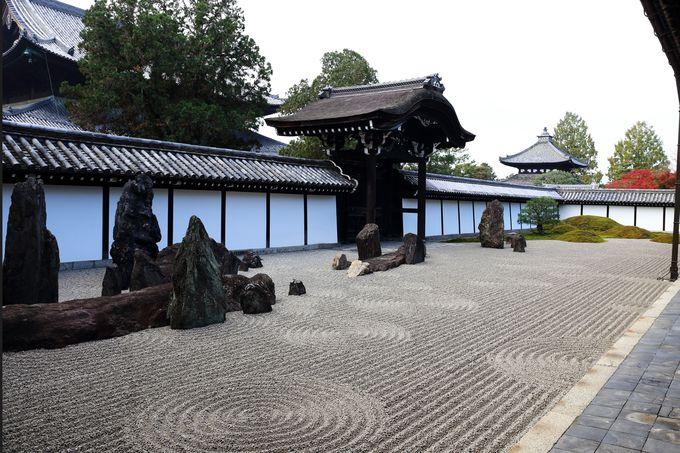 古典的である枯山水をモダンにデザインした方丈南庭