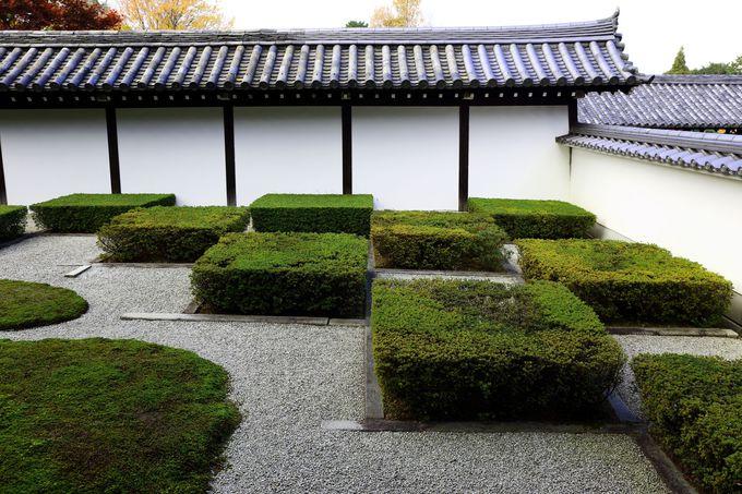 伝統的な市松模様が立体的にデザインされた方丈西庭