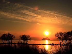 琵琶湖に映える夕陽に感動!日本の夕陽百選「長浜市湖北町」の見どころとは