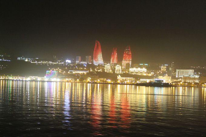 おすすめは夜!カスピ海クルーズで光にあふれるバクーを一望!