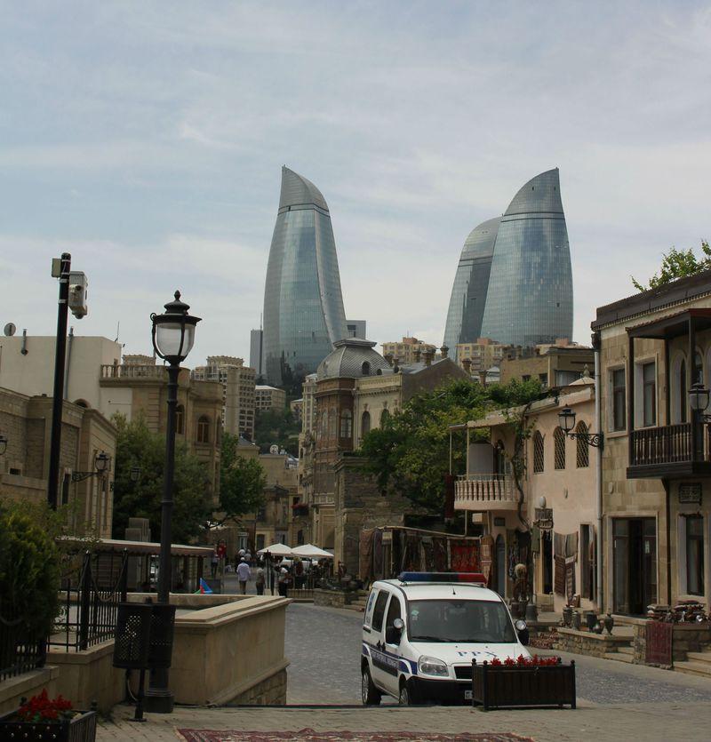 第二のドバイ!?アゼルバイジャンの首都バクーは過去と未来が交錯する街