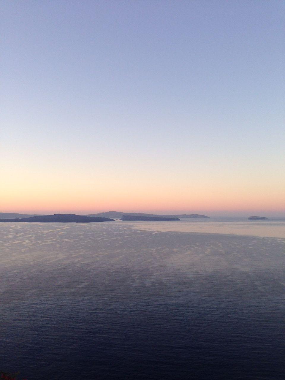 朝食はエーゲ海のパノラマとともに