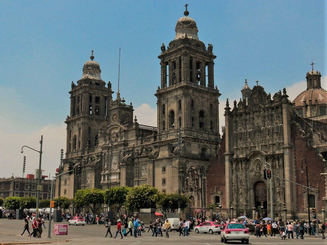 PM2:00 ここからは歩いて・・・メキシコシティ歴史地区散策&お買い物(+おやつ)