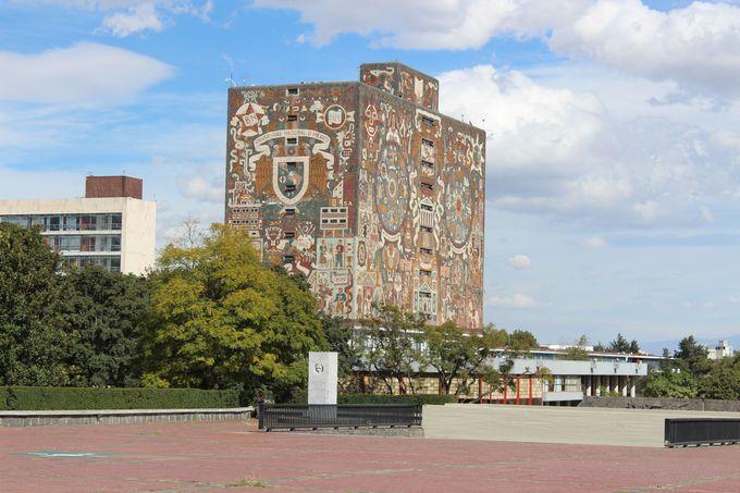 AM11:30 世界遺産のメキシコ国立自治大学に寄り道