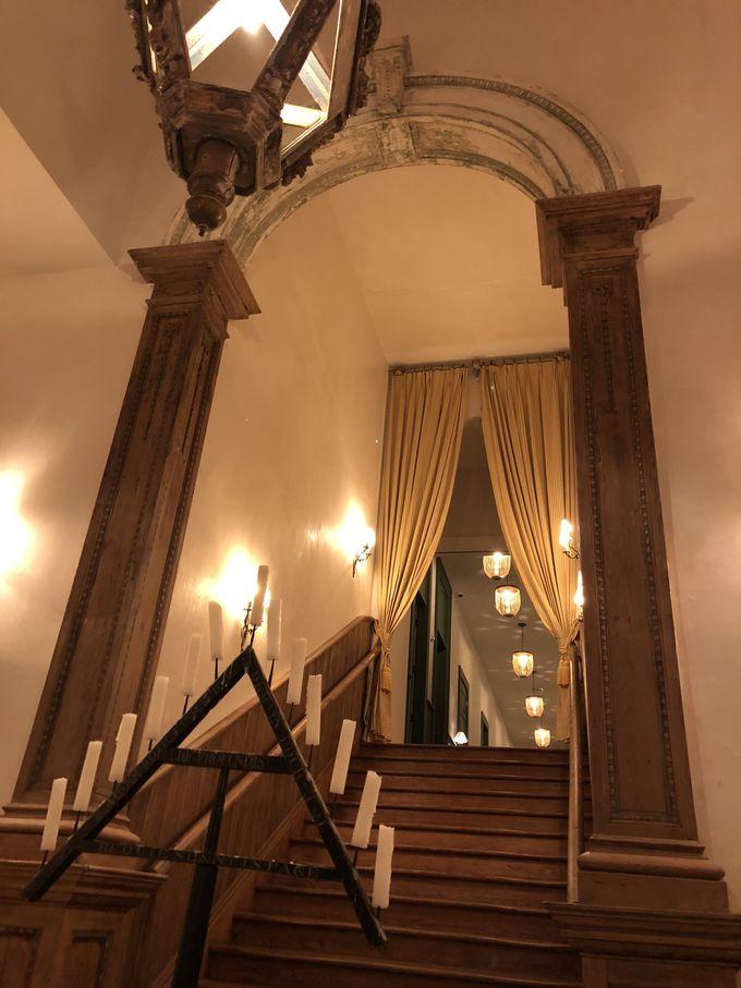 ギンガムチェックのリネン&天蓋付きのベッドでロマンチックなゲストルーム