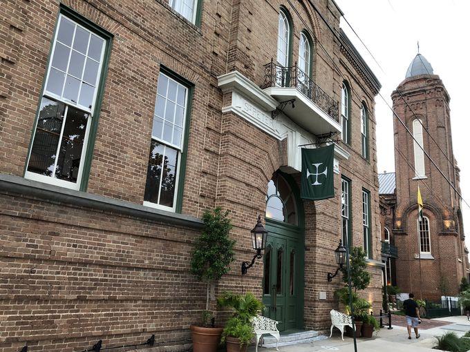 120年以上の歴史を持つ古い教会と学校がホテルに