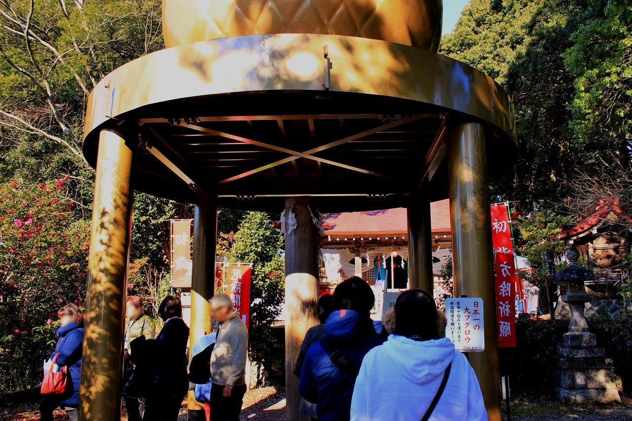 """日本一全高7メートルの巨大ふくろう像の真下で""""不苦労""""の願いを!"""