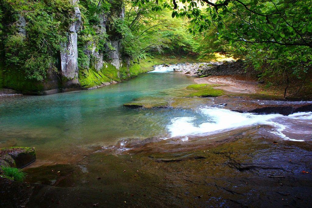 水の蒼さが清らか『遊雲台』は鳥首川と阿武隈川源流の合流地点!