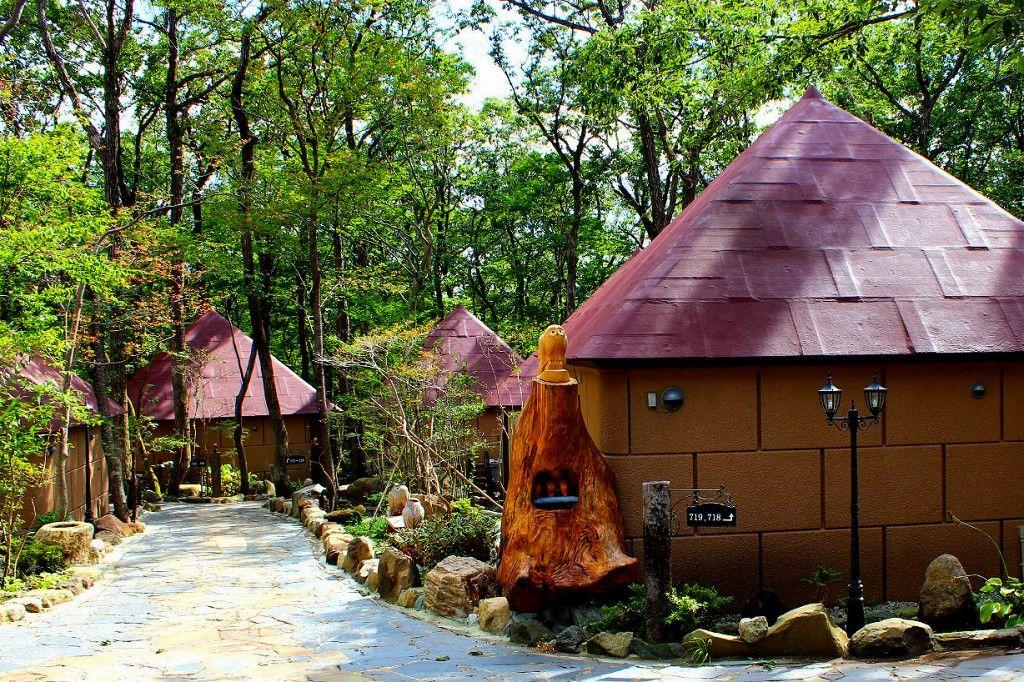 『ふくろうの森』にはとっても楽しい30棟のコテージがあります。
