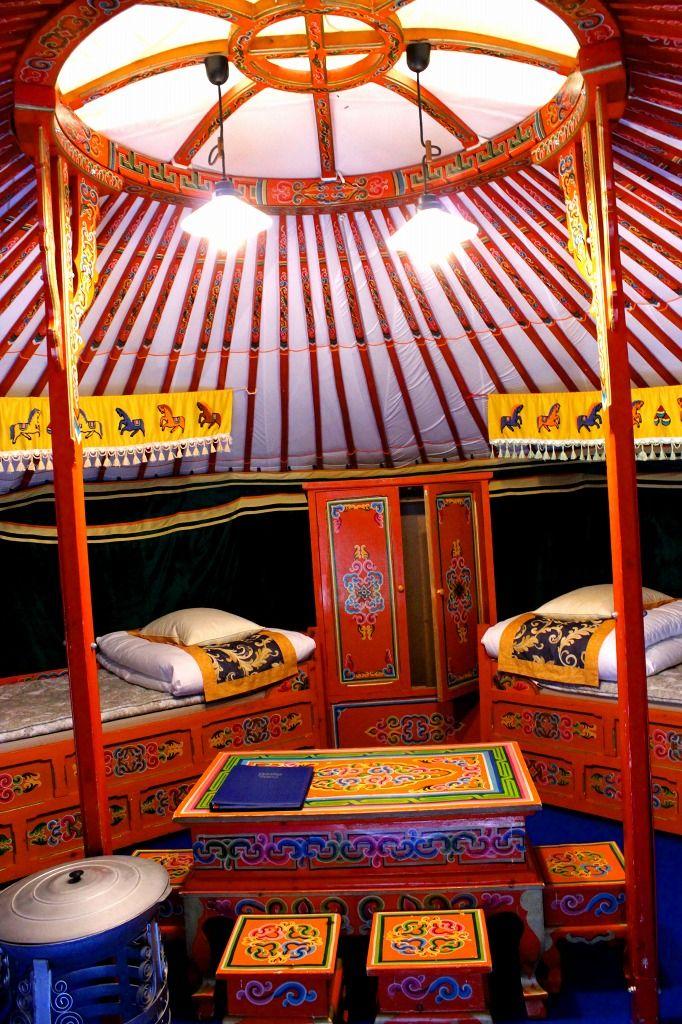 モンゴル遊牧民の本物の家『ゲル』に宿泊!
