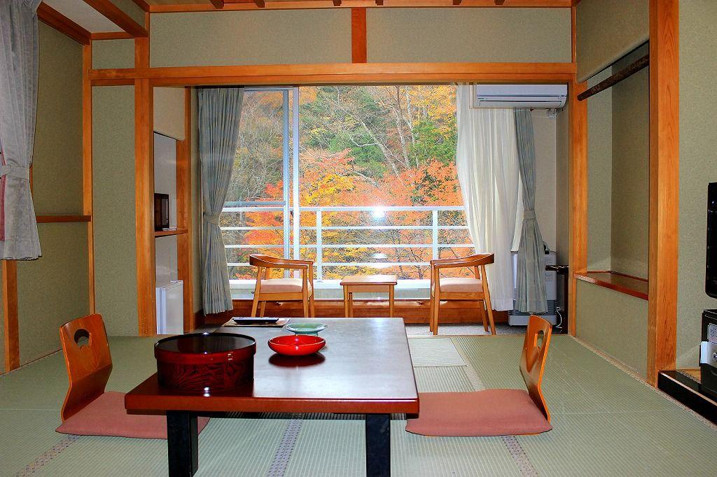 客室からは赤川渓谷の絶景が眺望できます!