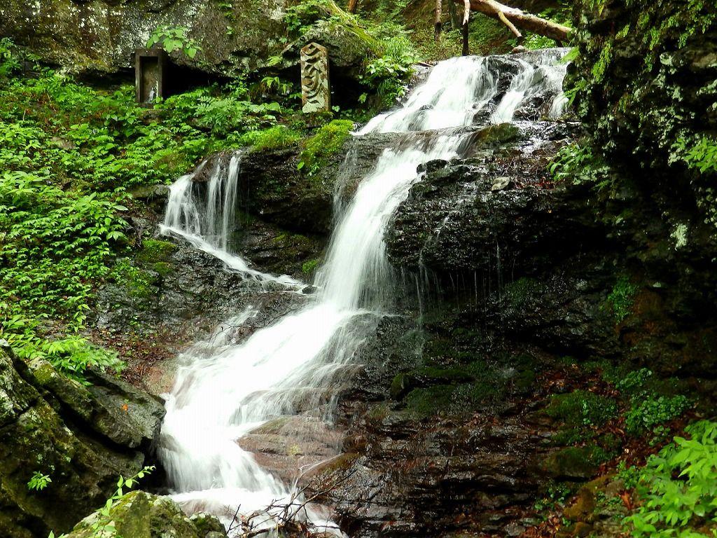 滝巡りのスタートは『回顧の滝』『回顧不動の滝』から!