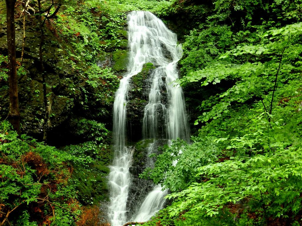 『連珠(れんじゅ)の滝』