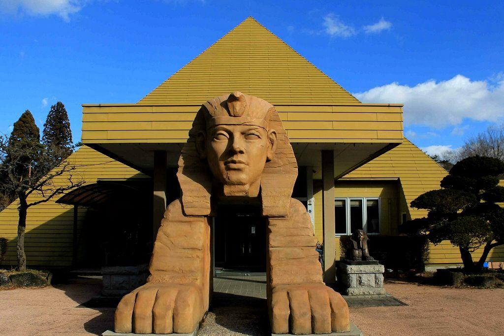 那須にスフィンクス出現!ワクワク楽しいB級スポット「ピラミッド元氣温泉」