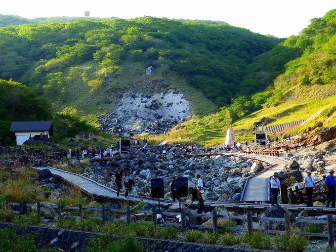 祭りの舞台はパワースポットとしても有名な那須高原の名勝地「殺生石」