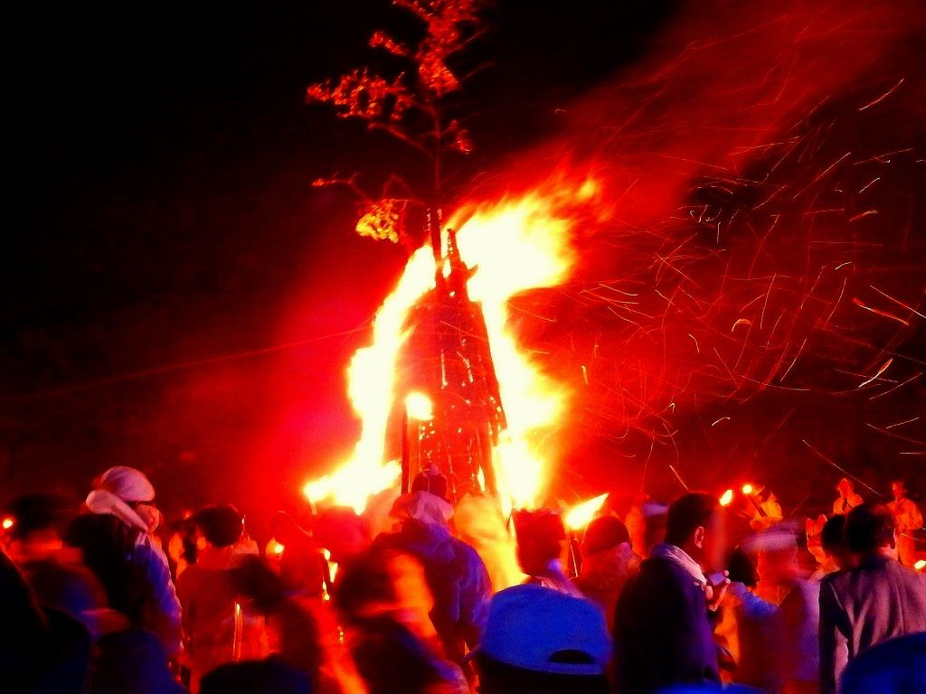 「殺生石」に立ち上る紅蓮の炎がすごい!!
