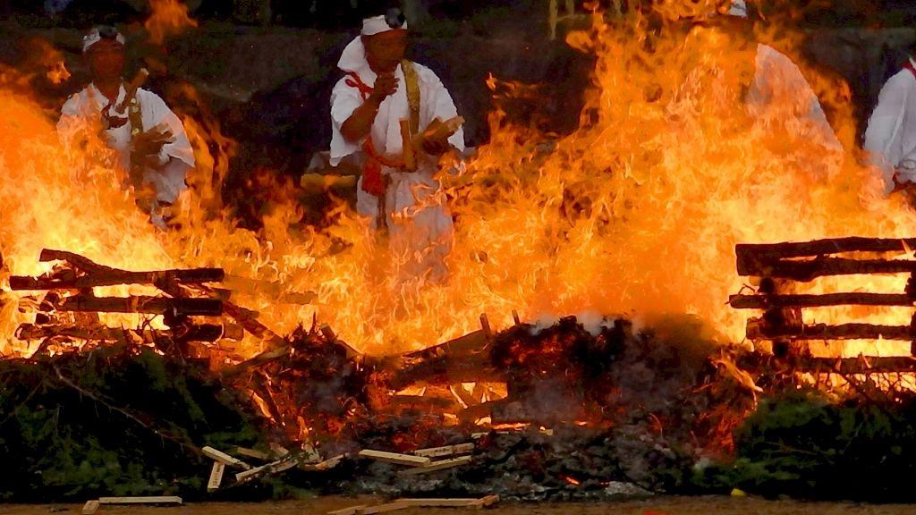 那須高原「波切不動尊の火まつり」で強大な火のパワーを体験!