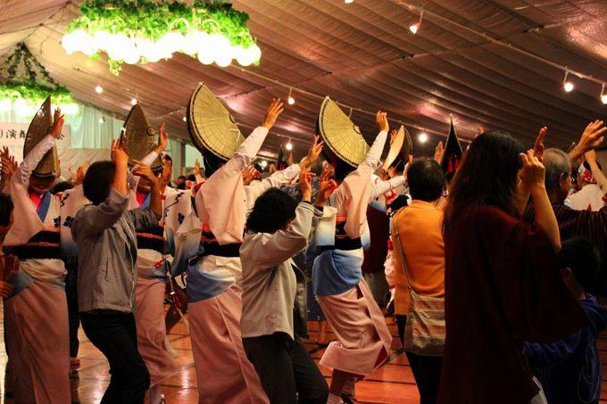 最後は見物人すべてが参加できる「阿波踊り」の踊りの輪ができます。
