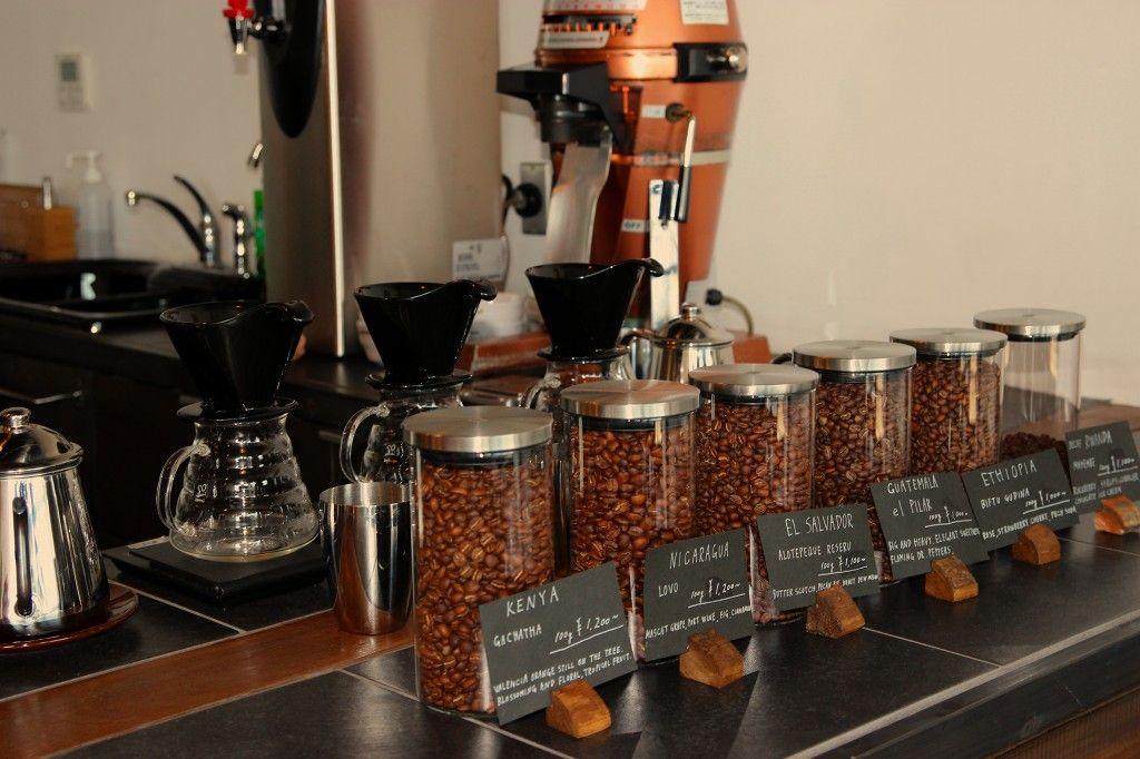 コーヒー豆は米国フォーバレルから焙煎仕立てを空輸!