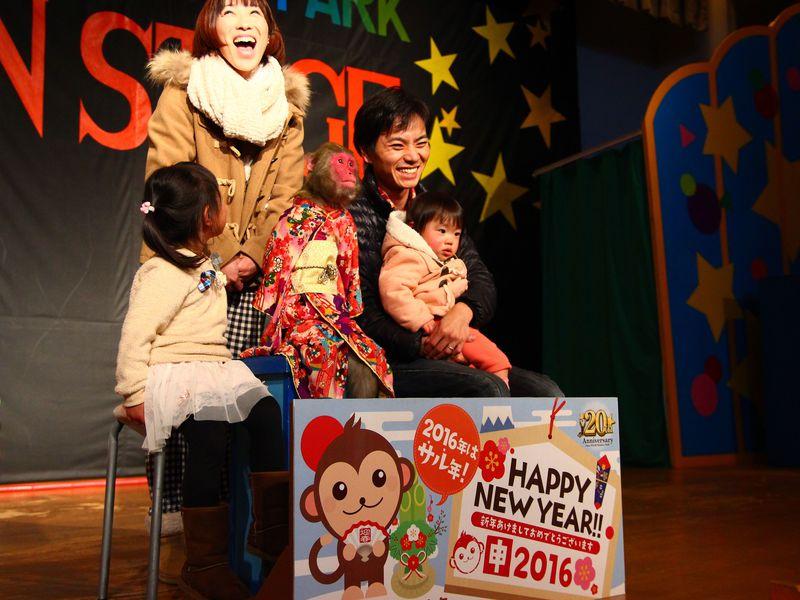 2016年の主役お猿さんと「那須ワールドモンキーパーク」で記念写真&開運おみくじ!