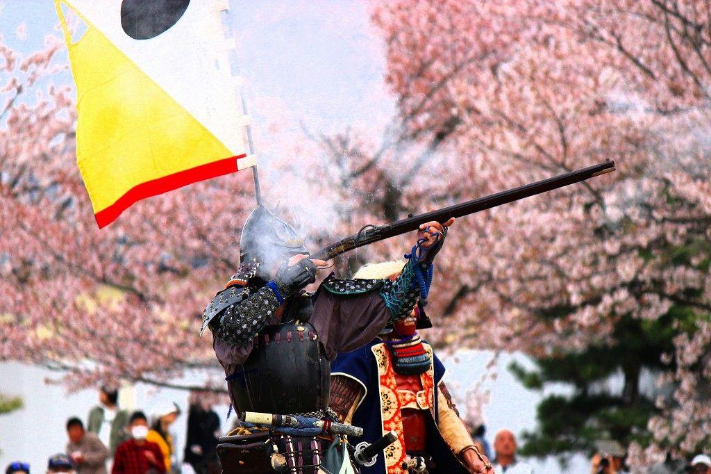 映画「武士の一文」にも登場した時代絵巻が良く似合う名城と桜!