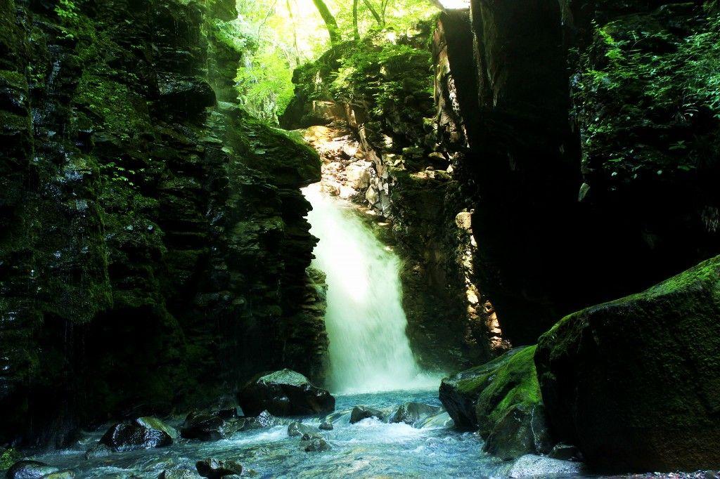 スッカン沢渓谷の滝巡りは「雄飛の滝線遊歩道」駐車場からスタート!