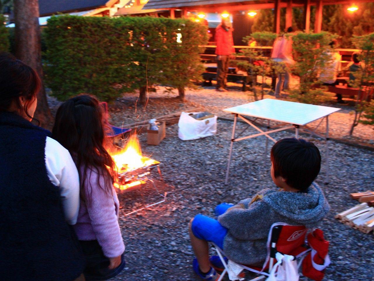 キャンプの醍醐味!日常では味わえない火のある時間を体験