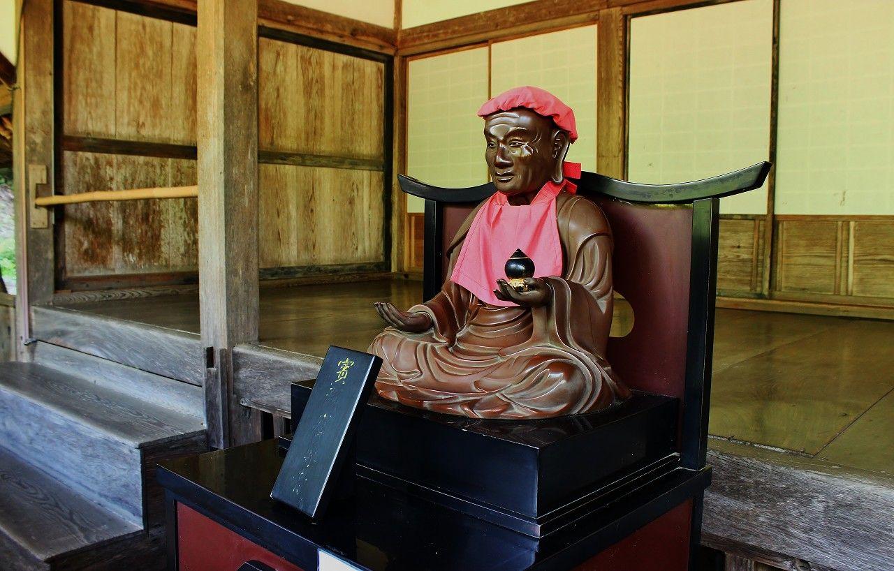 「幽霊枕返しの掛け軸」や怪談話が今も残る有名なお寺なのです。