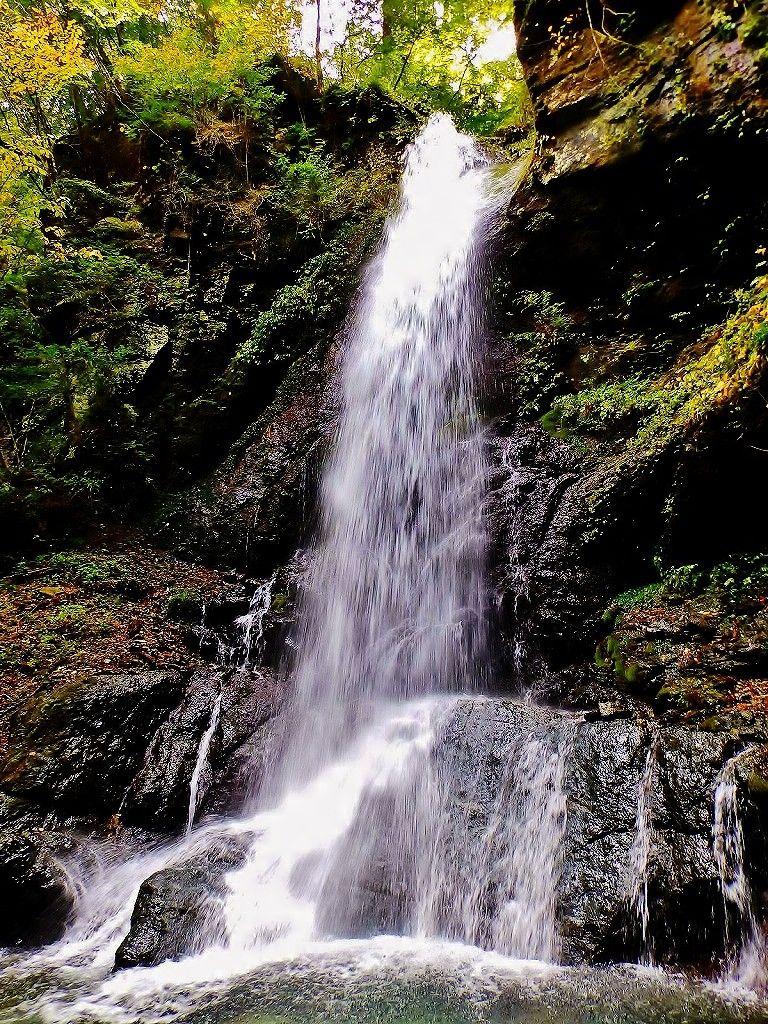 箒川上流には「留春(りゅうしゅん)の滝と吊り橋」が
