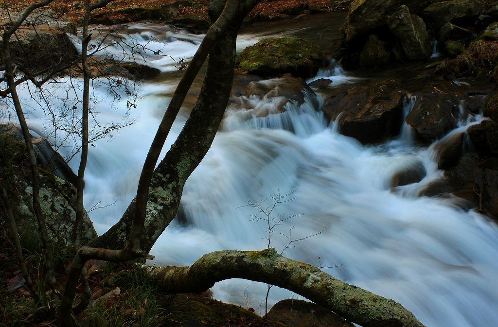 「そうめんの滝」の次にある「虹ケ滝」は美しい渓流滝