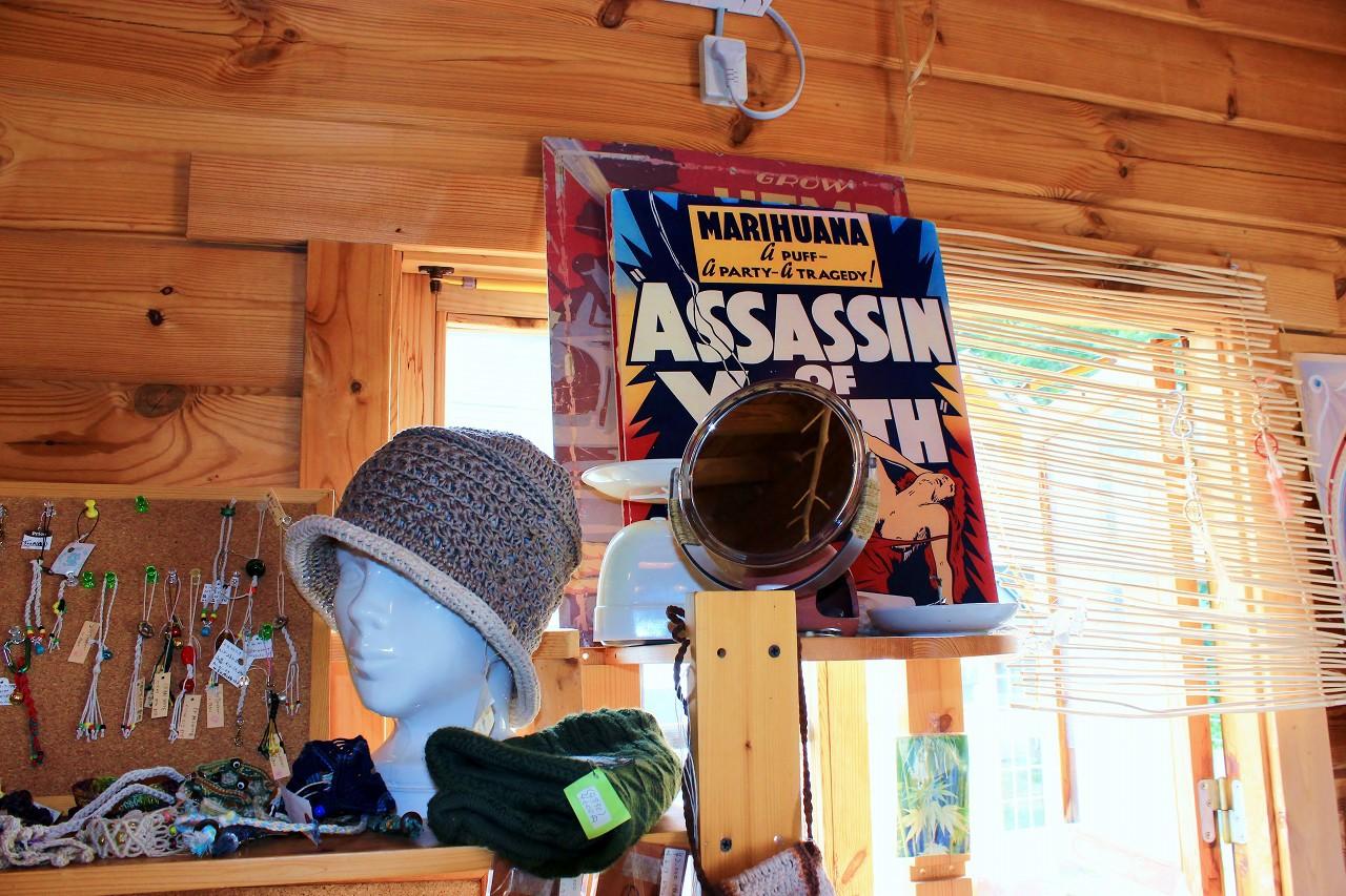 那須街道の脇道に突然現れる「大麻博物館」の看板に驚き!