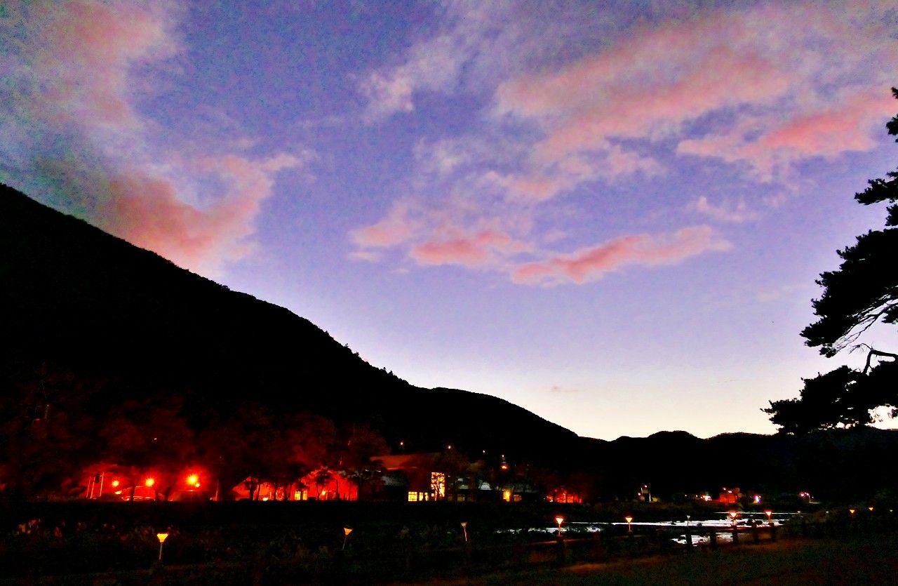 温泉街の喧騒を離れて里山に佇む温泉を愉しむことが出来ます