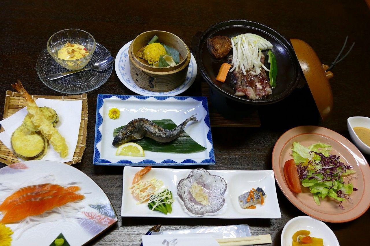 全館和風の落ち着いた客室と和食の夕食