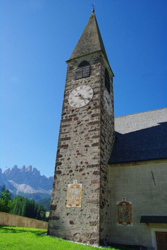 フネス谷の教会へ